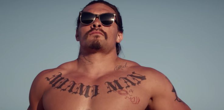 A new trailer for Ana Lily Amirpour's indie thriller The Bad Batch has been released, further teasing the writer and director's Mad Max inspired film featuring Suki Waterhouse, Keanu Reeves and Jason Momoa.    The trailer shows