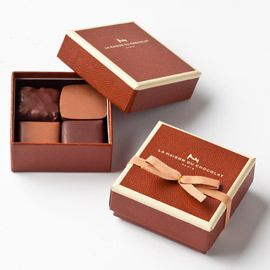 ... cocoa nibs - Oriza: Milk chocolate praliné with almonds and