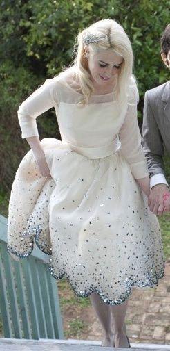 Vintage Wedding Dress .... I love the bottom detail