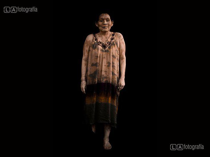 Mujer - Serie Pachamama Por Luis Avendaño