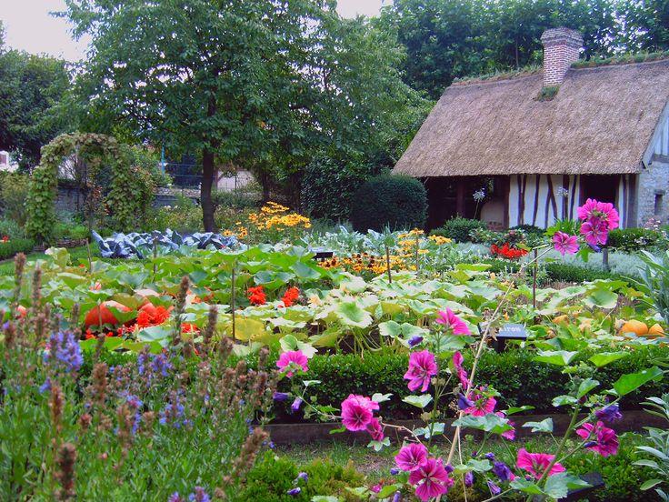 Vue du jardin du musée Pierre corneille à Petit-Couronne (Seine-Maritime)