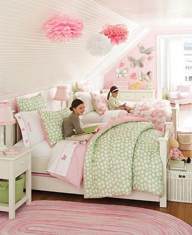 Sometimes attic spaces can be so awkward, I love the layout of this one for the girls.
