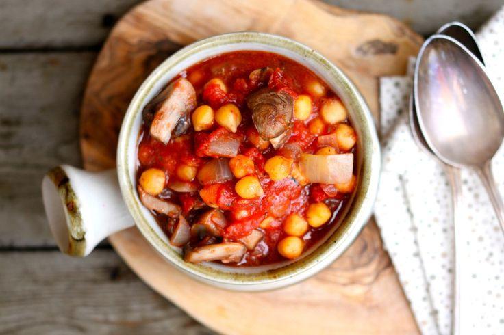 Ceci alla cacciatora (funghi, cipolla,aglio,pomodoro fresco e secco, aceto balsamico, buccia di arancia, semi di finocchio, peperoncino)