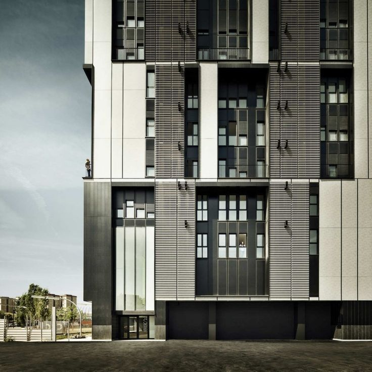 Social Housing Tower Of 75 Units In Europa Square / Roldán + Berengué