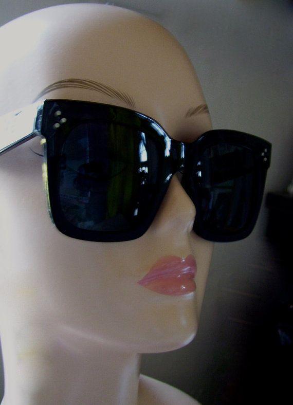 ootd#what's trending#Celebrity sunglasses#sunglasses#women sunglasses Etsy.com/Thanno900