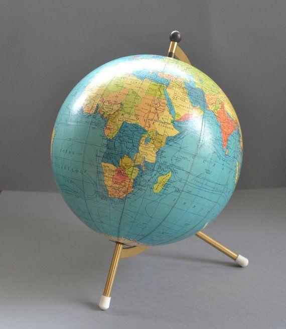 Globe terrestre Taride vintage français 1960s par FRENCHWAVE, €75.00: