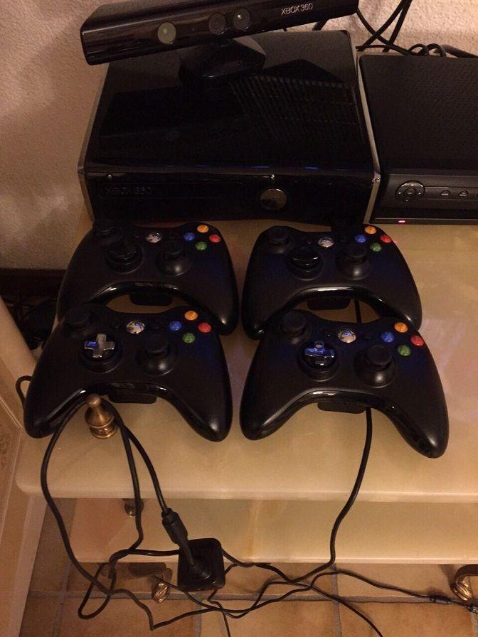 XBOX 360 Konsole 4 Controller 30 Spiele Skylanders Figuren und Kinect Kamera