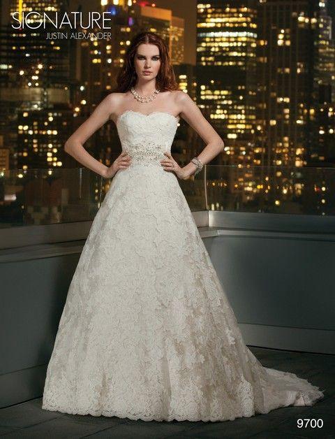 Celokrajkové svadobné šaty biele so striebornou výšivkou, svadobný salón Valery