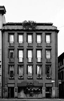 Caccia Dominioni, Edificio per abitazioni e negozi in corso Monforte 9, Milano (1963-1966)