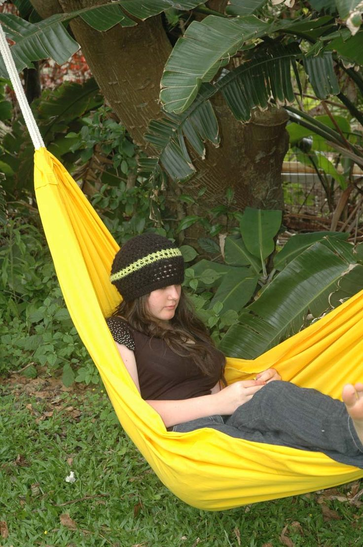 www.dreamtimehammocks.co.za The single loop bargain hammock can be hung in various ways. Sit up or stretch out.