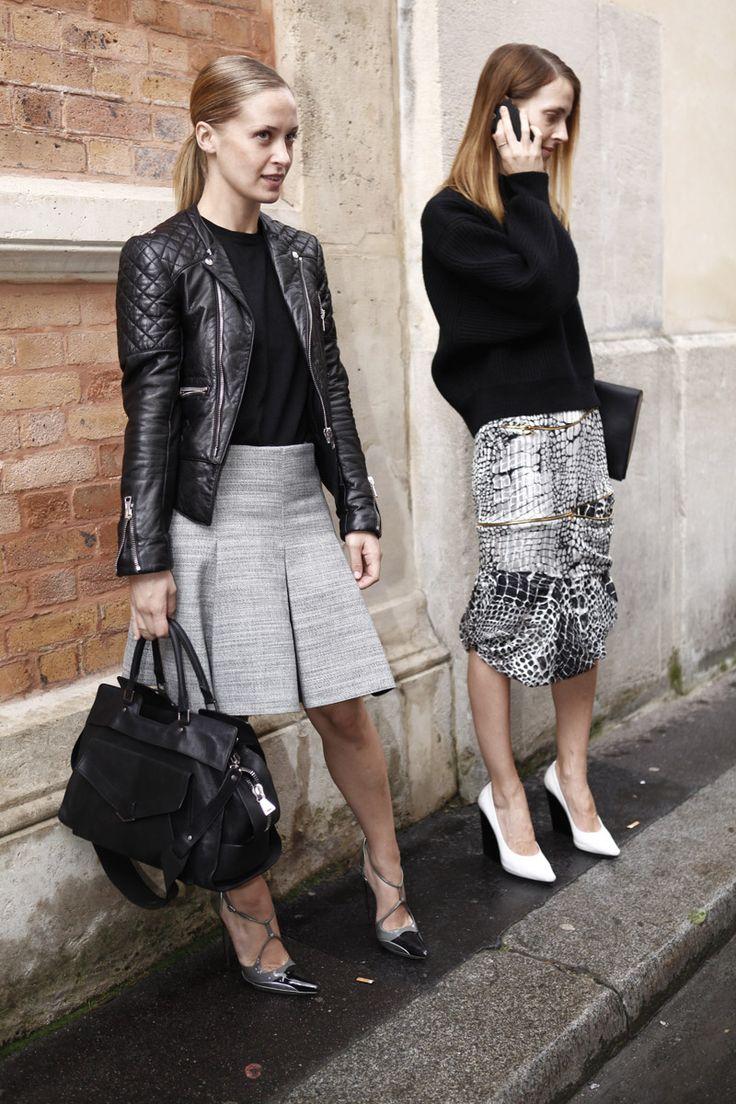 Dos ejemplos distintos de cómo reinventar la pareja gris y negro pero con el mismo fin: encontrar la elegancia en clave sofisticada.