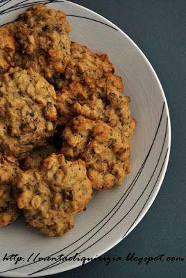I muesli nei biscotti li trovo perfetti per un duplice motivo; il primo riguarda l'idea che impiegandoli proprio per dei biscotti si risolve...