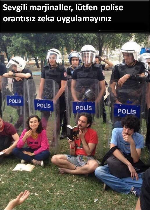 Günün fotoğrafıı...Taksim Gezi Parkı direnişinde bir yanda tekme,tokat,  cop, kalkan, biber gazı, ses bombası kullanan polis ...  Diğer yanda onlara karşı tek silahı kitap olan eylemciler...