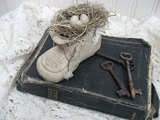 Vintage Baby Shoe Tutorial! Step by step instructions! Neat idea!