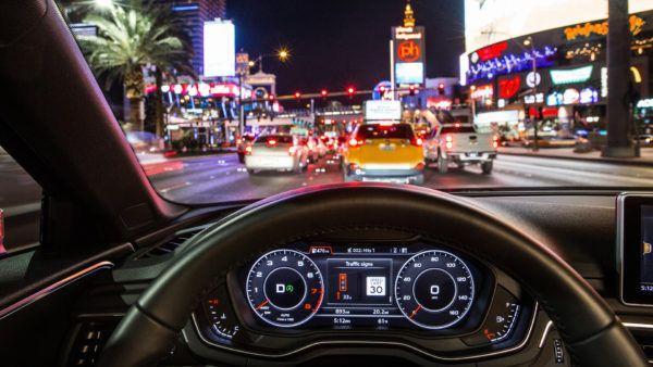 Audi e la tecnologia che si collega ai semafori cittadini