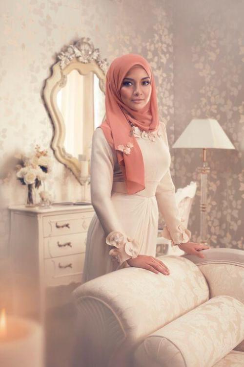 pastel dress hijab look, Fall stylish hijab street looks…