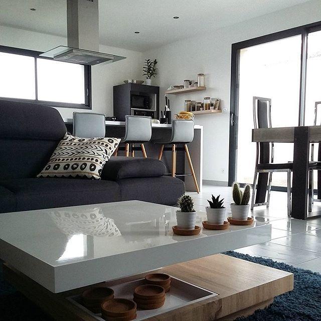 Un dimanche à la maison🌟 Je tenais sincèrement à vous remercier pour tous vos messages😍 que ce soit pour mon Loki ou au quotidien! Alors pour tout Merci!!💋💕🐾 - - --- #dayoff#chill#happiness#sunday#weekend#home#myhome#homesweethome#wood#interior#interiordesign#inspiration#instagram#instadaily#lifestyle#homemade#picoftheday#photooftheday#homestyle#goodtimes#decoration#homedecor#instalife#instamood#love#goodvibes#outfit#interior4all#deco