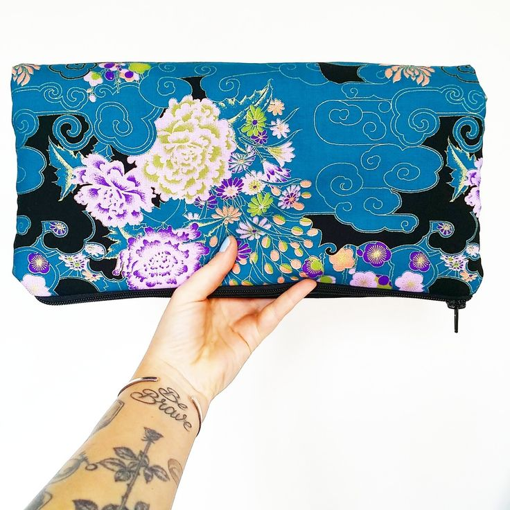 "Image of Clutch ""pretty fashion"" edizione deluxe ottanio"