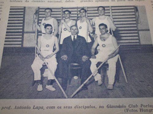 Prof. António Lapa com seus disciplos no G.C.P. em 1930.- ( Biblioteca Museu do Desporto, Revista Stadium, 1932.)
