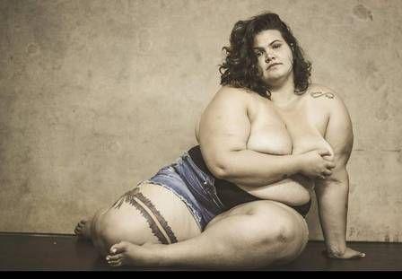 """""""Não estou dizendo que é legal, maravilhoso ser gorda. Minha mensagem é que você pode ser quem você quiser, não importa como você seja. Em momento algum quero incentivar a gordura. Estou incentivando o empoderamento da mulher: a mulher correr atrás e fazer o que quiser. Se não se sentir bem gorda, emagreça. Mas cada um tem que ser como se sentir bem. A vida toda eu escutei que não poderia ser bailarina porque eu sou gorda. E aí eu botei na minha cabeça que eu ia ser bailarina e gorda do…"""