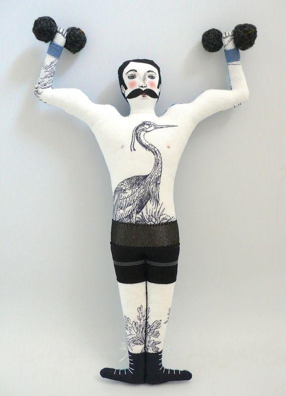 Le Tatoué, musclé, moustachu et ses haltères, poupée peinte et feutres sur tissu - strong man - tattooed man - un radis m'a dit - https://www.facebook.com/clairefabrications