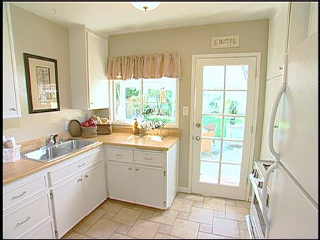 48 best images about staging an empty home on for Best ways to stage a house for sale