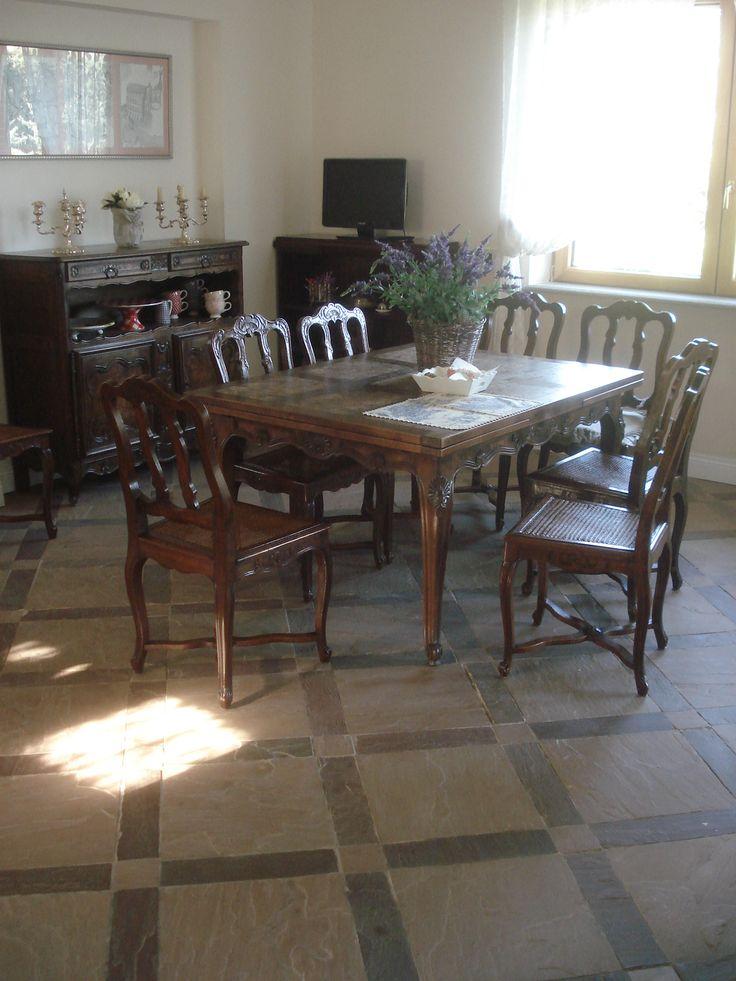 pavimento in lastre di arenaria color ligo 40x10, color pulvis arena 10x10 e 40x40 http://www.pulchria.it/index.php/photo/interni#nanogallery/nanoGallery/6068454505756085697/6068454716990249458