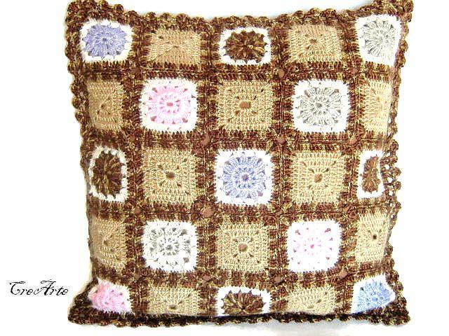 Cuscino colorato ad uncinetto (Cod. 37)