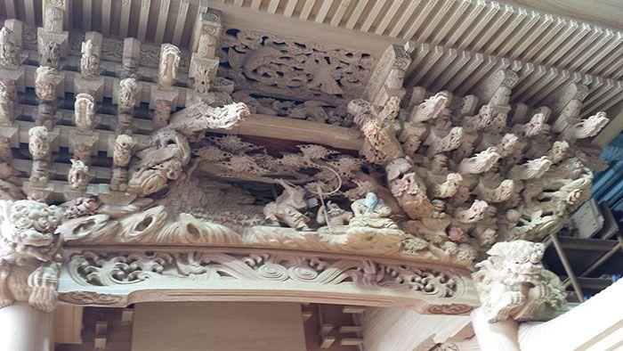 たんじりの彫り物