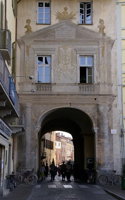 Savigliano, Piazza del Popolo, Stadttor (city gate)