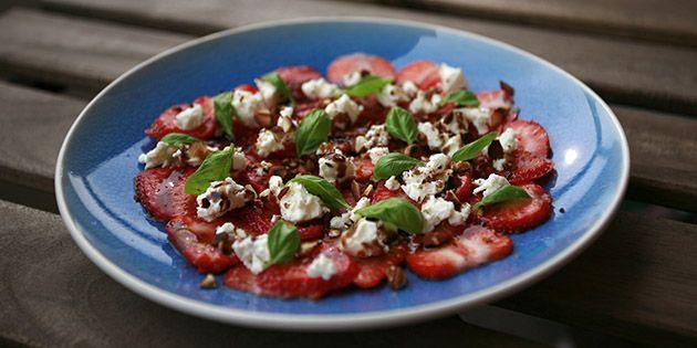 Virkelig skøn forret med jordbær og feta, som både imponerer øjnene og smagsløgene.