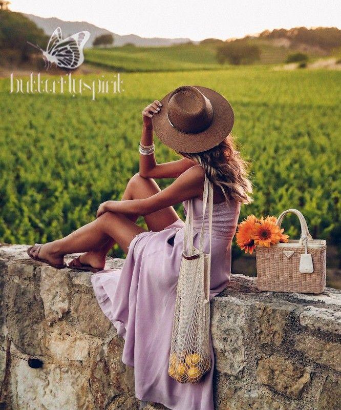 Quizás para unos, su misión sea más física colaborando con los sanitarios, ayudando a las personas a suministrarles medicinas o comida, etc., pero para algunos de nosotros será enun ámbito más espiritual. Jeanne En Provence, Wine Tasting Outfit, Photography Poses, Fashion Photography, Cute Dresses, Cute Outfits, Dress Outfits, Fashion Dresses, Viva Luxury