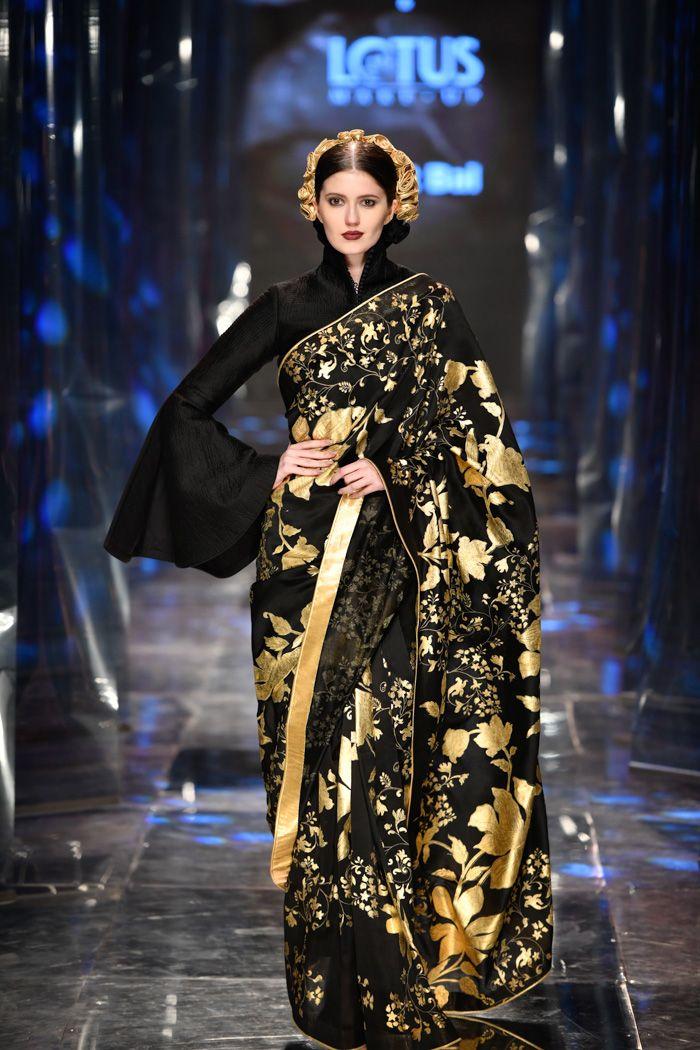 Fashion Saree Trends For 2019 Top 11 Saree Designs India Fashion Week Saree Trends Saree Designs