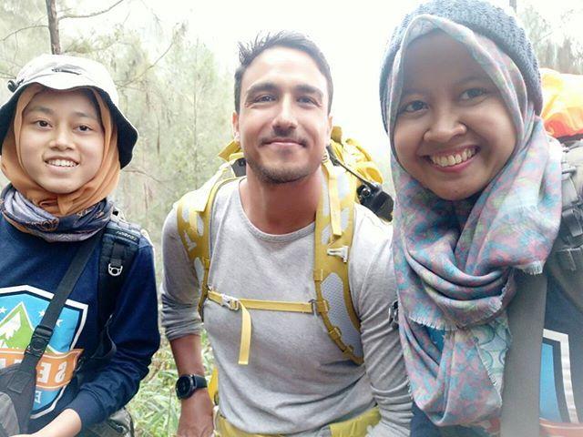 Gunung itu seperti Ibu, dia adalah tempat pelarian terbaik disaat diri kita sedang membutuhkan semangat baru.    Apalagi klo larinya bareng Abang Ganten... - Trip4Care (@tripforcare)