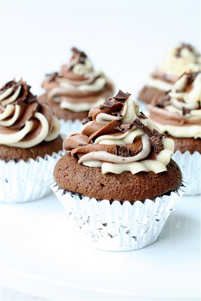 Mudslide Cupcake Recipe - Made for Christmas, tasty but hard to frost & slightly alcohol-y tasting