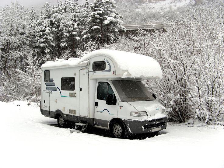 Die wichtigsten Tipps zum richtigen Einwintern Ihres Reisemobils oder Wohnwagens damit keine Schäden entstehen (zB Wasseranlage frostsicher machen, Elektrik vorbereiten, Wohnraumanpassung) findet Ihr auf www.campingclub.at