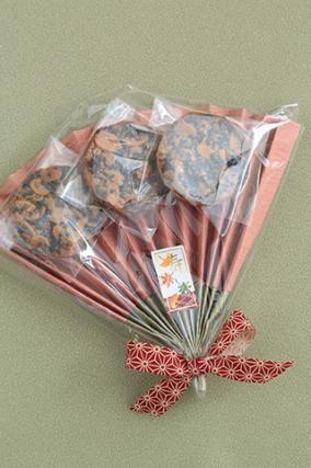 「敬老の日のラッピング」お菓子教室SweetRibbonが提案する簡単かわいいお菓子ラッピング | お菓子・パンのレシピや作り方【corecle*コレクル】