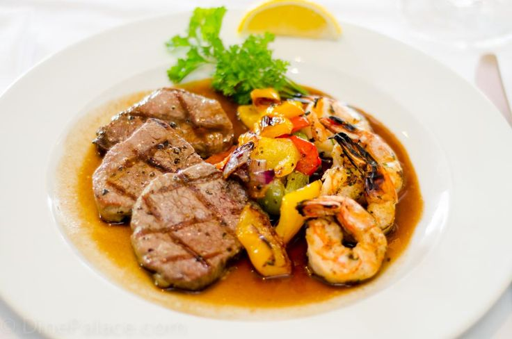 Looking for the best restaurants in Mississauga? Rogues restaurant Mississauga is an established and proud restaurant in Mississauga. They are offering a delicious variety of food in a lovely and romantic atmosphere.