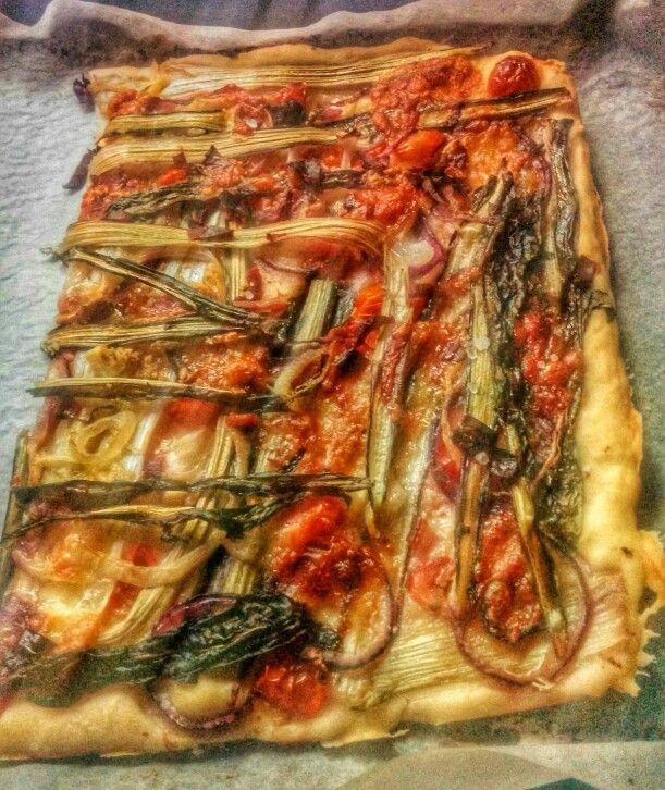 Pizza catalogna, cipolla, speck, ricotta di pecora, peperoncino ecc ecc