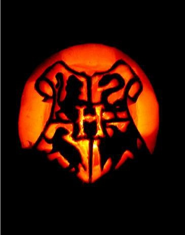 harry potter hogwarts crest carved pumpkin by flourpower89 - Hogwarts Halloween