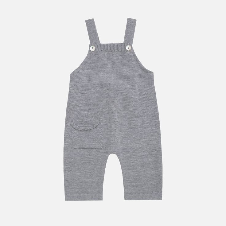 Knitted romper in organic merino woolwith little pocket. The braces with real seashells buttons provide good hold. These come up small -we suggest sizing up.