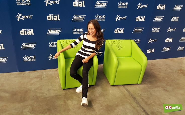 La cantante María Parrado posando con nuestras butacas. #butaca #sofá #mariaparrado #música