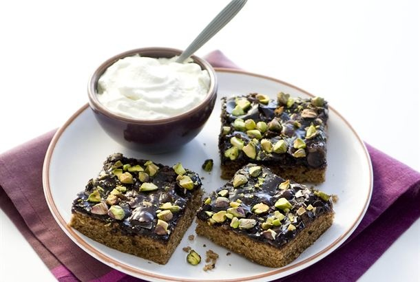 Chocolate tosca cake by Valio (recipe in Finnish)