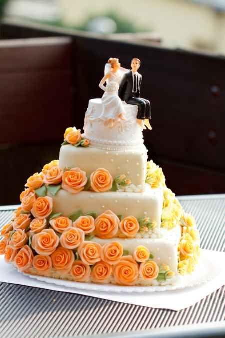 Unique heart-shaped wedding cake - orange yellow