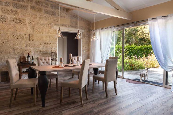 In Frankreich wurde ein altes Steinhaus renoviert, modernisiert und von unseren Experten mit viel Fingerspitzengefühl modern und charmant eingerichtet.