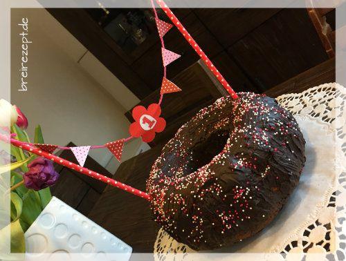 Ein Kuchen mit Datteln statt Zucker eignet sich nicht nur für das Baby zum Geburtstag, sondern für alle die zuckerfrei leben und auf ihre Gesundheit achten