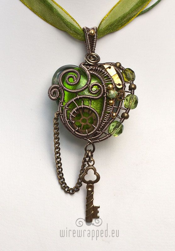 ❤♡❤ Warm green Steampunk wire wrapped heart pendant. ❤♡❤