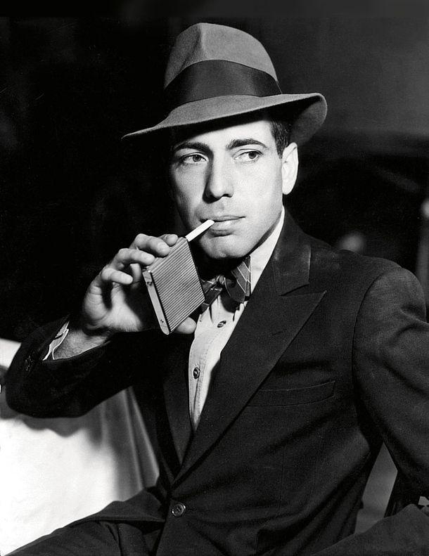 Хамфри Богарт был и остается воплощением мужественности. У него всё в комплекте: тренч, шляпа, вечная сигарета, а также отвага, одиночество и печаль, которую не развеять.