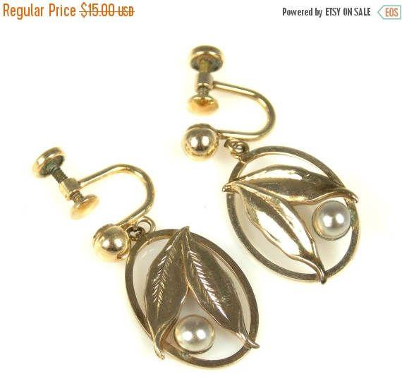 Easter Sale Simmons Faux Pearl Gold Plated Screw Back Earrings #jewelry #earrings #vintage #bestofetsy