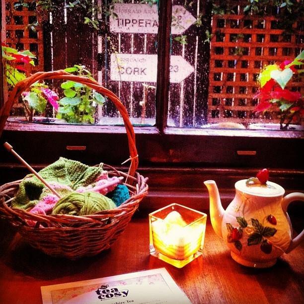 Love rainy days in the tea room.